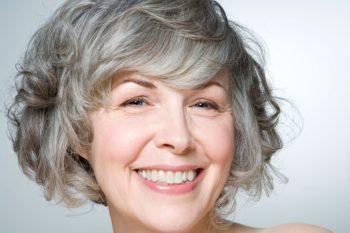 Veľmi rýchlo sa sivé vlasy  Príčiny skorých sivých vlasov